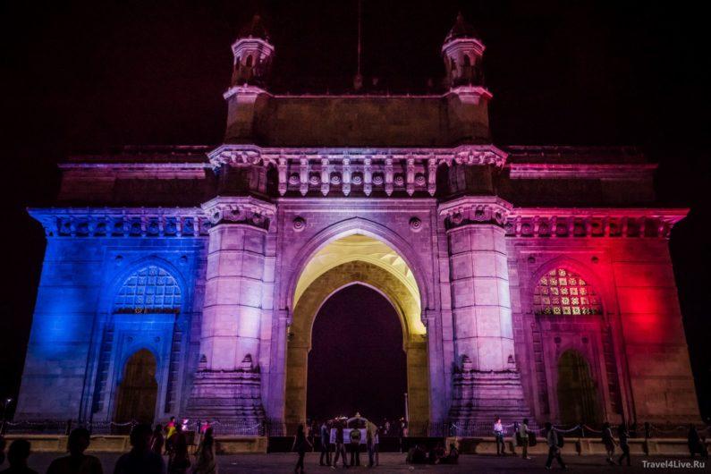 Ворота Индии в ночной подсветке. Мумбаи