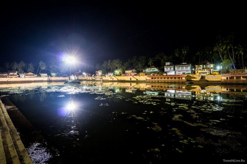 Священный пруд Гокарны ночью. Гокарна
