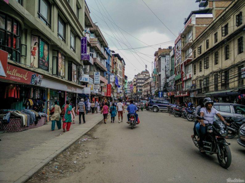 Катманду, обычная улица столицы Непала